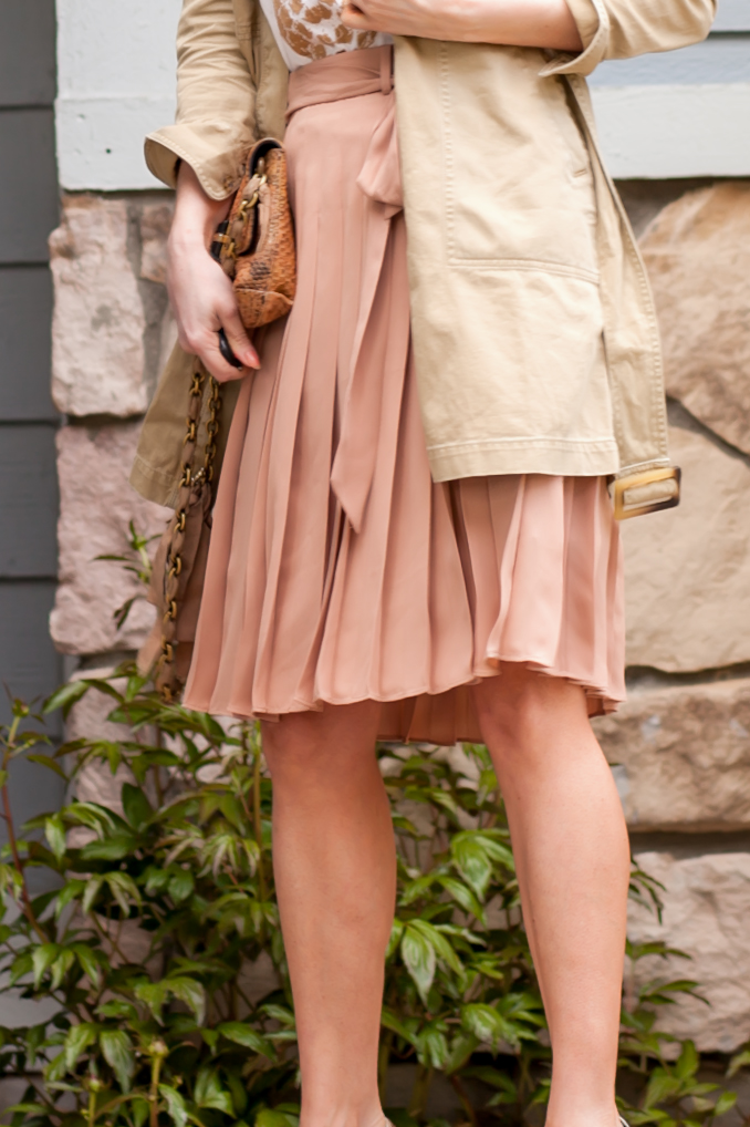 t h e (c h l o e) c o n s p i r a c y: J Crew Khaki Dress + Gold Pineapple T + Ann Tayor Pink Pleated Skirt #springstyle #ootd